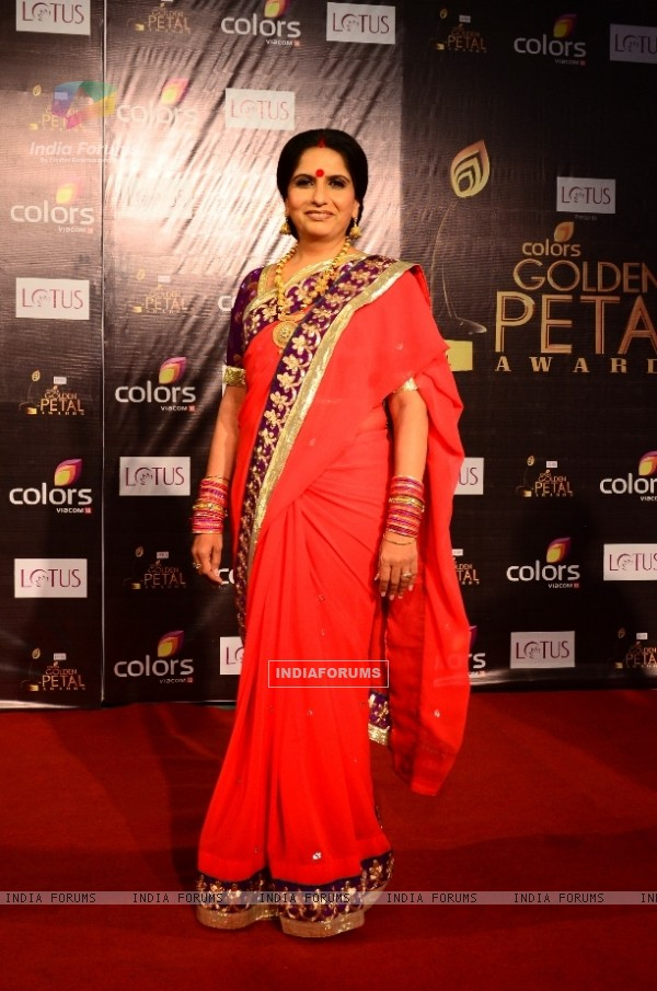 Nimisha Varkhi as Manoranjan of Sasural Simar Ka at Colors Golden Petal Awards Red Carpet Moments