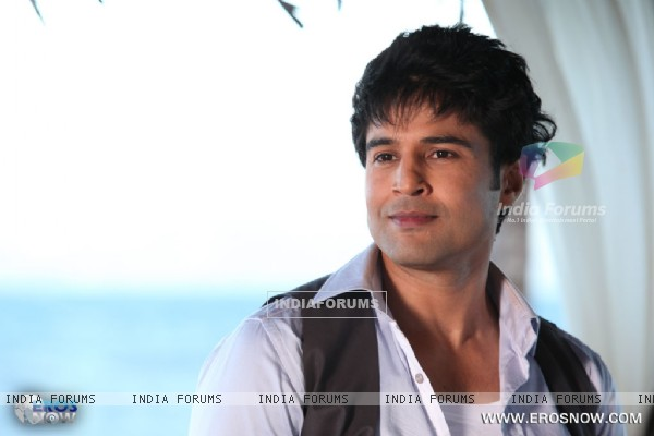 A still of Rajeev Khandelwal from the movie Table No. 21