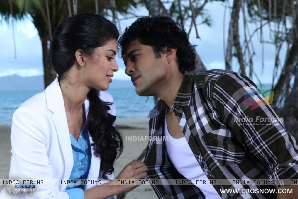 A still of Tena Desae with Rajeev Khandelwal from the movie Table No. 21 (247181)