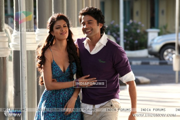 A still of Tena Desae with Rajeev Khandelwal from the movie Table No. 21 (247191)