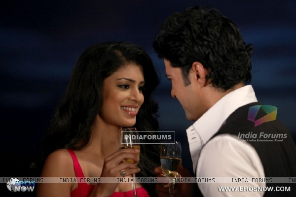 A still of Tena Desae with Rajeev Khandelwal from the movie Table No. 21 (247193)