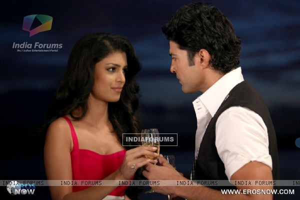 A still of Tena Desae with Rajeev Khandelwal from the movie Table No. 21 (247194)