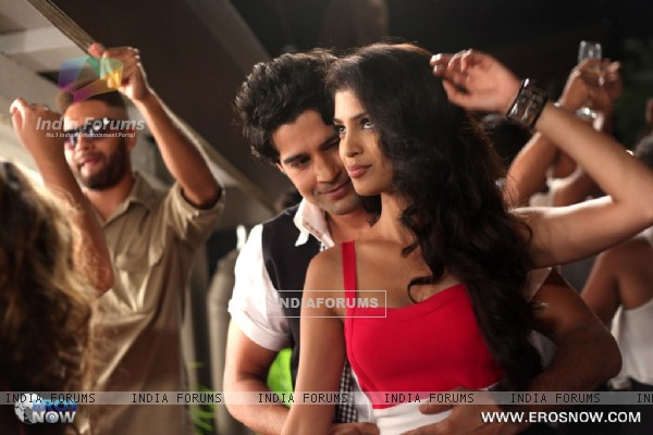 A still of Tena Desae with Rajeev Khandelwal from the movie Table No. 21 (247199)