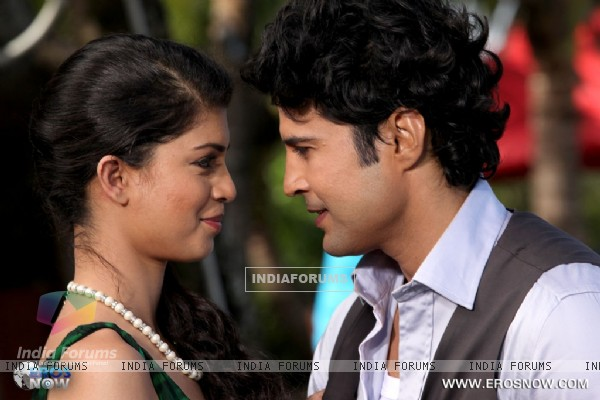 A still of Tena Desae with Rajeev Khandelwal from the movie Table No. 21 (247210)
