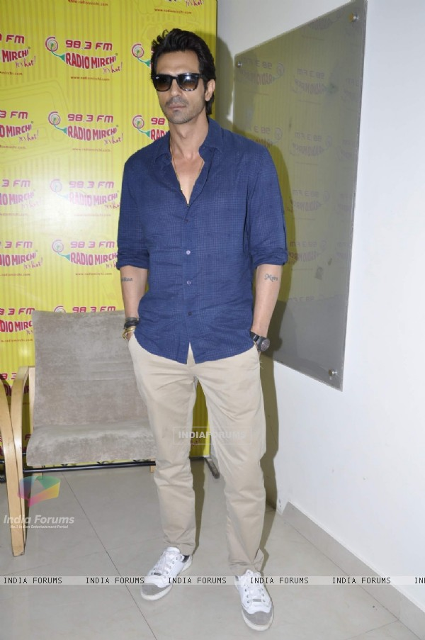 Arjun Rampal promote Inkaar on Radio Mirchi and Radio City