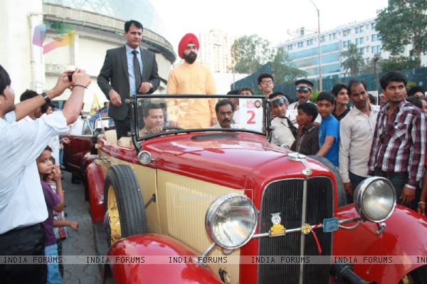 Ajay Devgan flag-off Mulund Vintage car rally