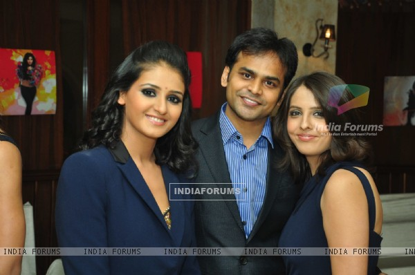 Shakti Mohan with Vijay and Dolly Bhatter at the celebration of India Forums 9th Anniversary