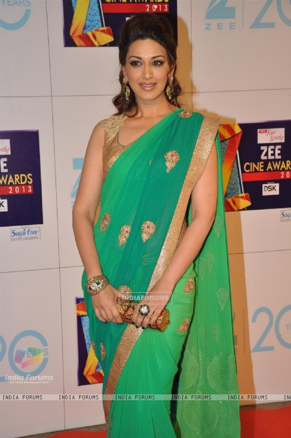 Sonali Bendre at Zee Cine Awards 2013