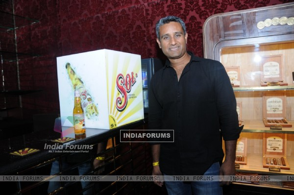 Grand launch of Anuj Khushwah�s SOL Beers in India by Jacqueline fernandes