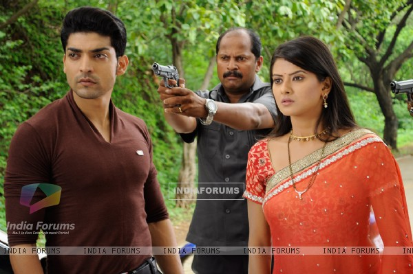 Gurmeet and Kratika from a scene in Punar Vivah