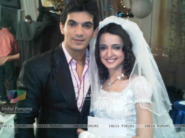 Arjun with co-actor Sanaya