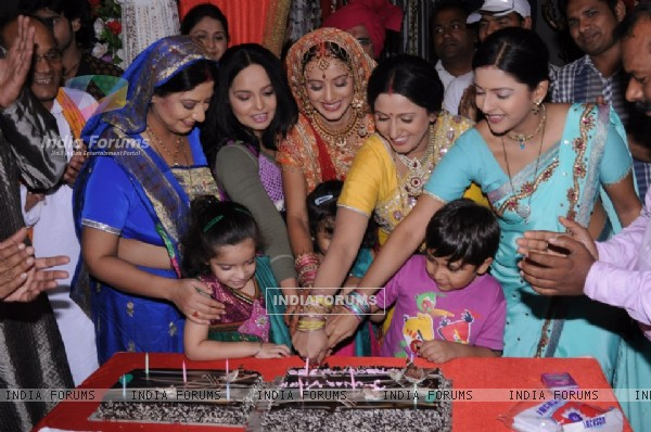 Punar Vivah team celebrates 250 episodes