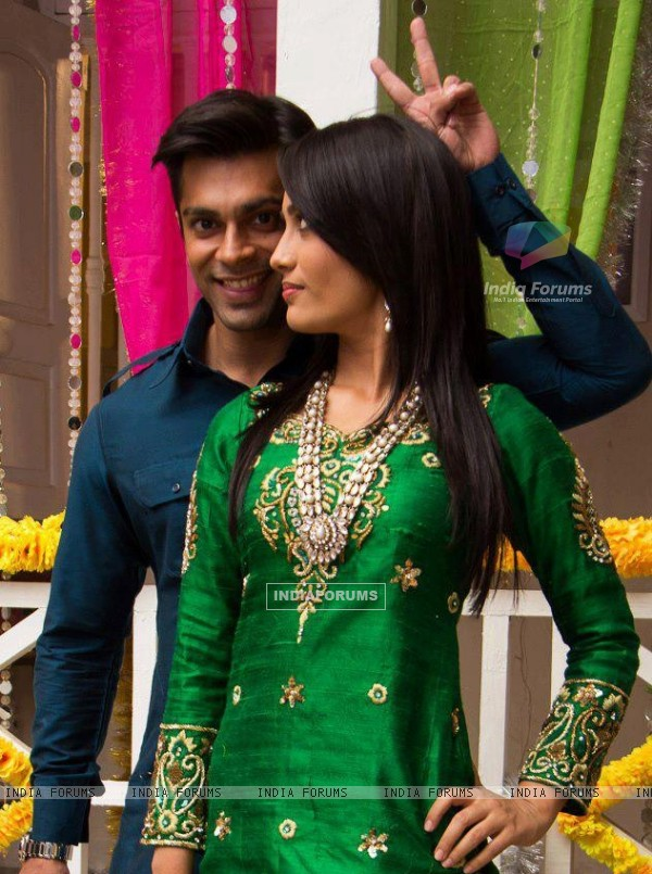 http://img.india-forums.com/images/600x0/263512-asad-and-zoya.jpg