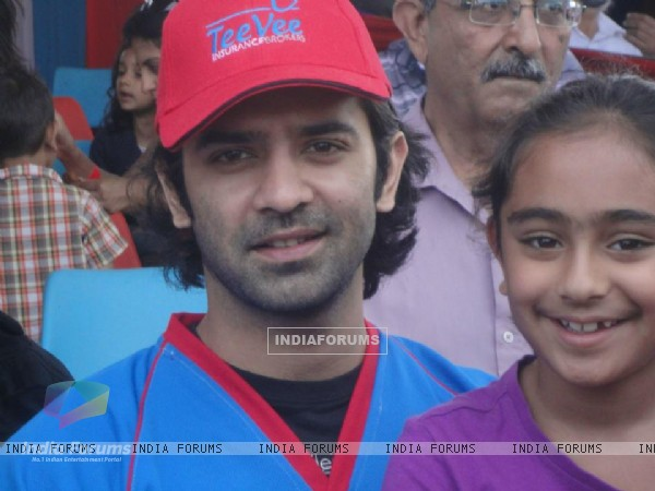 Barun Sobti with a fan