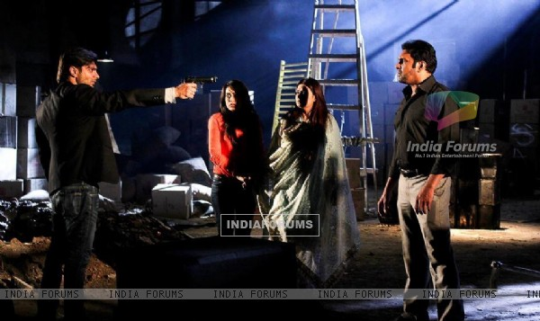 http://img.india-forums.com/images/600x0/265013-qubool-hai-scene.jpg