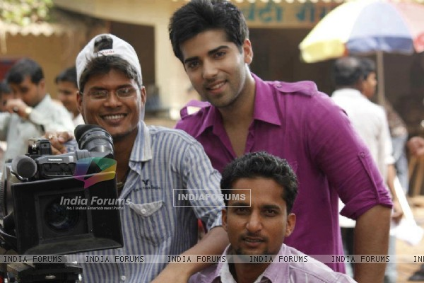 Kinshuk Mahajan with the Camera Crew of Afsar Bitiya