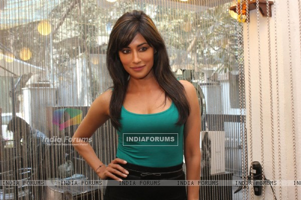 Chitrangada Singh and Prachi Desai give makeover to winner of B:blunt contest