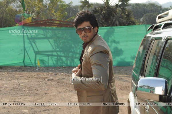 Akshay Dogra as Aakaash Scindia