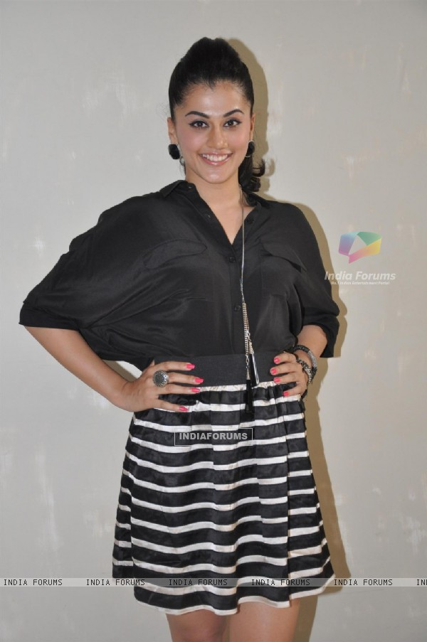 Taapsee Pannu at Film Chashme Baddoor Promotion on Meethi Bai College