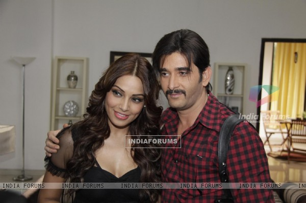 Bipasha Basu with Behzaad Khan Meet Star Plus Show Arjun