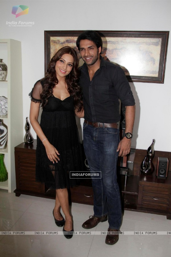 Bipasha Basu with Shaleen Bhanot Meet Star Plus Show Arjun