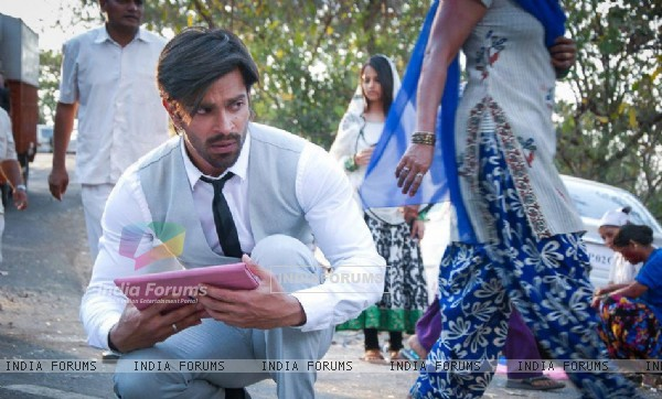 Asad searching Zoya