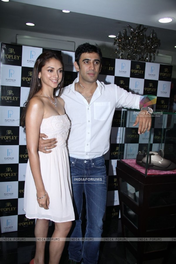 Aditi Rao Hydari and Amit Sadh Unveil Popley Platinum Jewellery Range