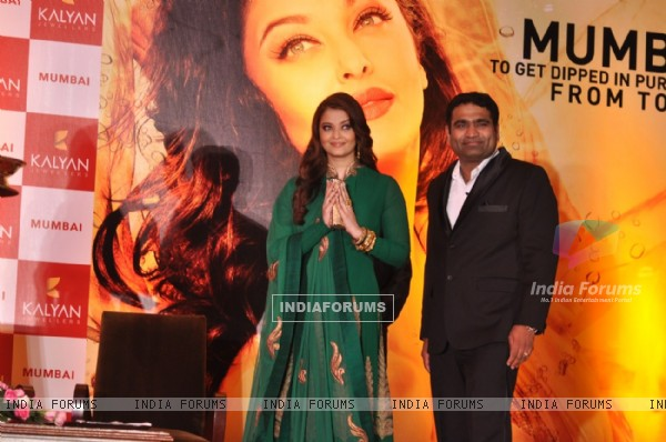 Aishwarya Rai Bachchan at the launch of Kalyan Jewellers