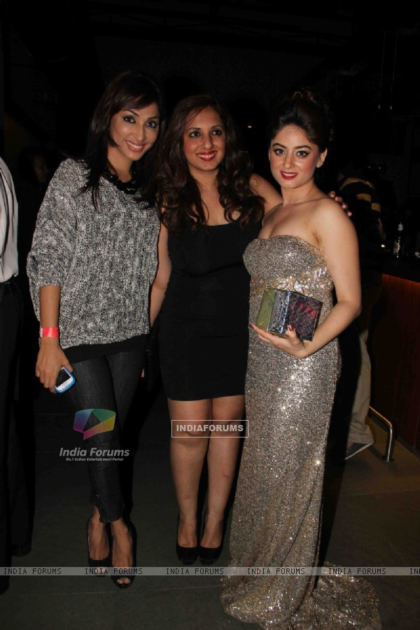 Mouli Ganguly and Munisha Khatwani with Mahhi Vij at Mahhi Vij's Birthday Celebration