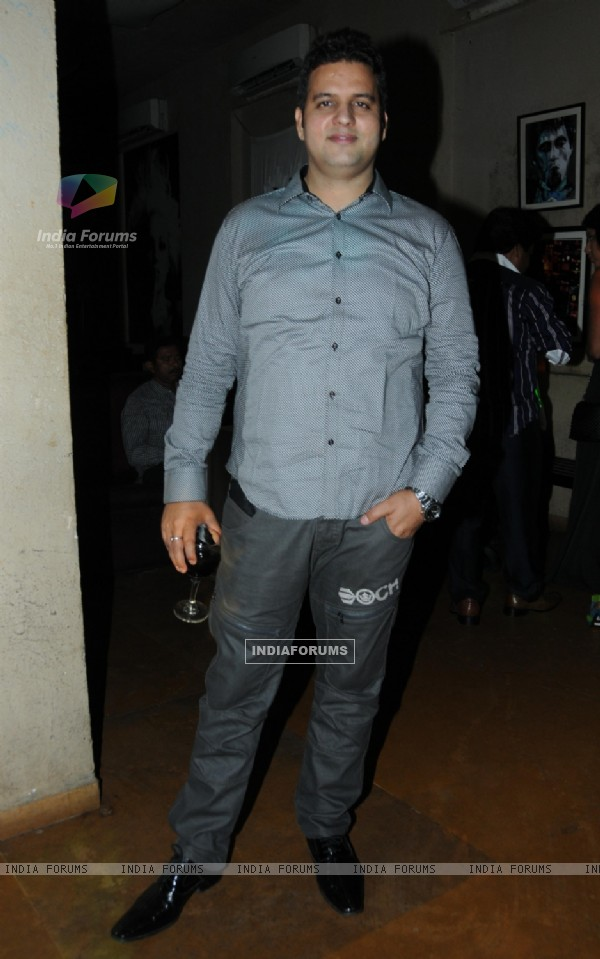 Sunil at Designer Rohhit Verma's surprise Birthday party for Sister Swati Loomba