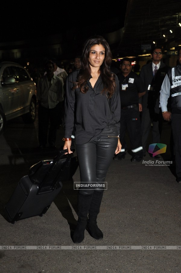 Raveena Tandon at Airpot Going to Toifa Awards