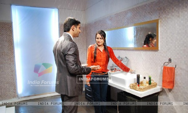 http://img.india-forums.com/images/600x0/275666-asad-zoya-in-shower.jpg