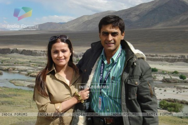 Mohnish Bahl with his wife Aarti Bahl