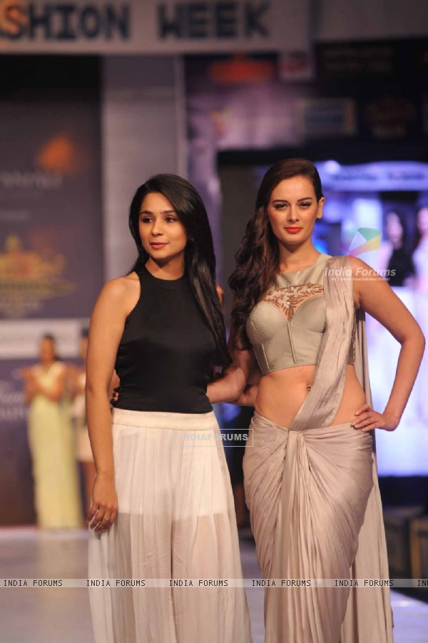 Evelyn Sharma walks for designer Sonaakshi Sharma