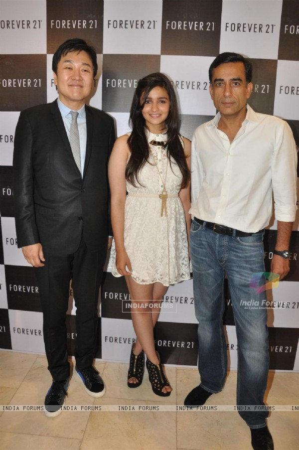 Alia Bhatt launches 'Forever 21' store