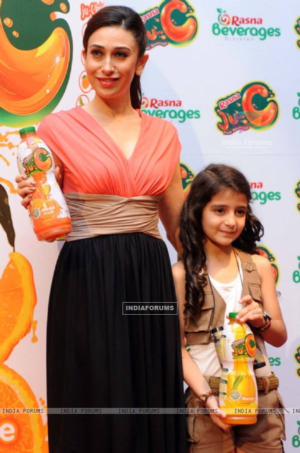 Rasna girl Avan Khambatta and Karisma Kapoor during the launch of 'Rasna-Ju-C'