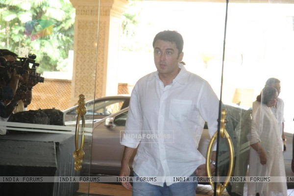 Jugal Hansraj attend condolence meet of Priyanka Chopra's father Ashok Chopra