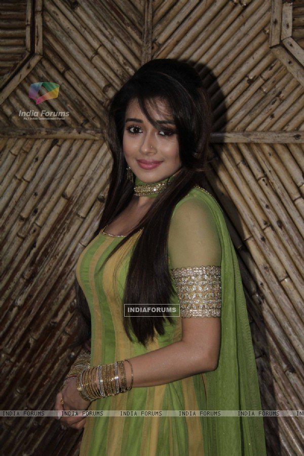 Tina Dutta On the sets of Uttaran to promote the film Lootera