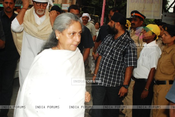 Amitabh Bachchan and Jaya Bachchan at Condolence meeting of late Legendary Actor Pran
