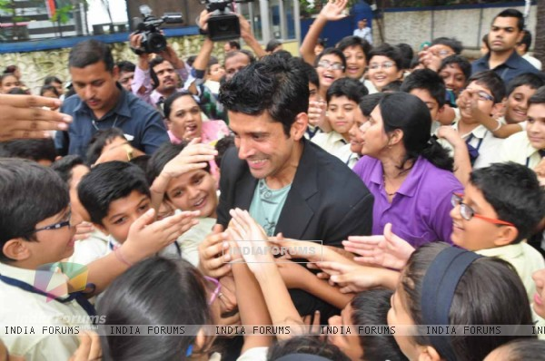 Farhan Akhtar meets the students of own school Maneckji Cooper