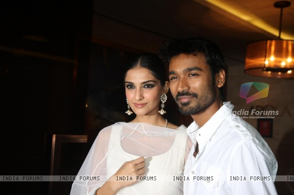 Sonam Kapoor and Dhanush at Success party of film Raanjhanaa