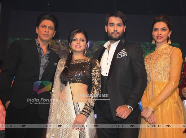 Shahrukh Khan, Deepika Padukone, Drashti Dhami and Vivian Dsena at the set of Madhubala