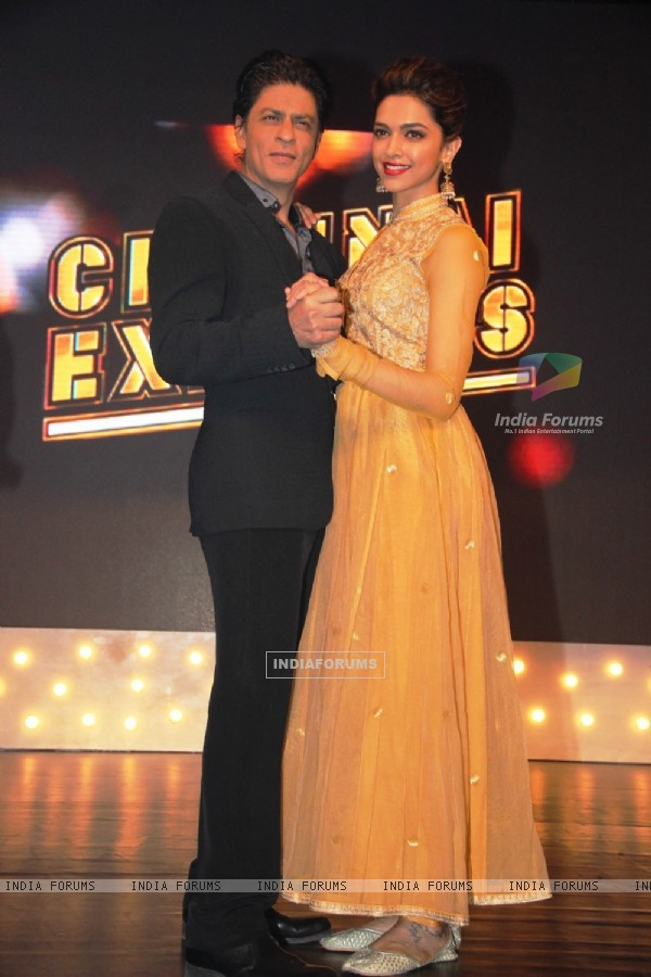 Shahrukh Khan and Deepika Padukone at promotion of Chennai Express on the set of Madhubala
