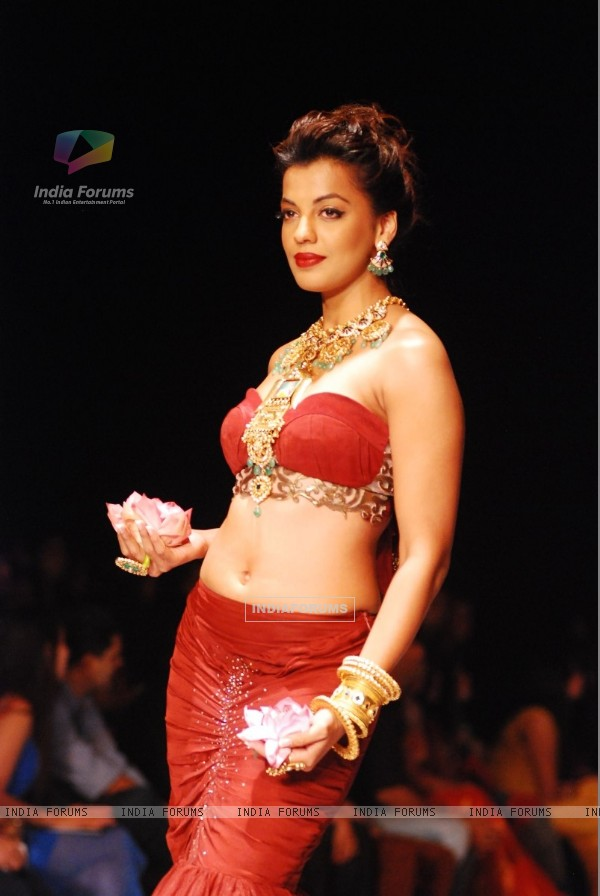 Mugdha Godse showstopper for Apala Show at IIJW 2013