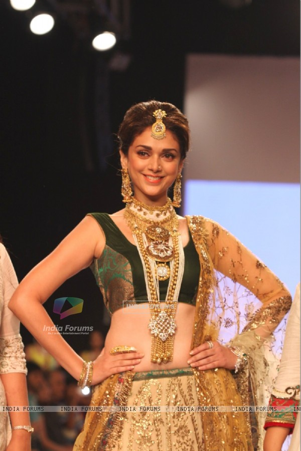 Aditi Rao Hydari showstopper at IIJW 2013
