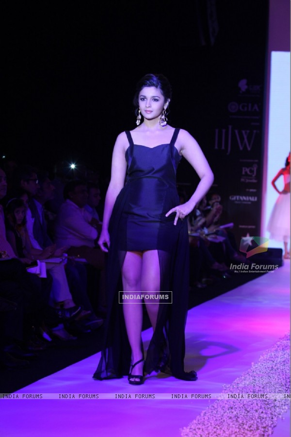 Alia Bhatt walks the ramp at IIJW 2013