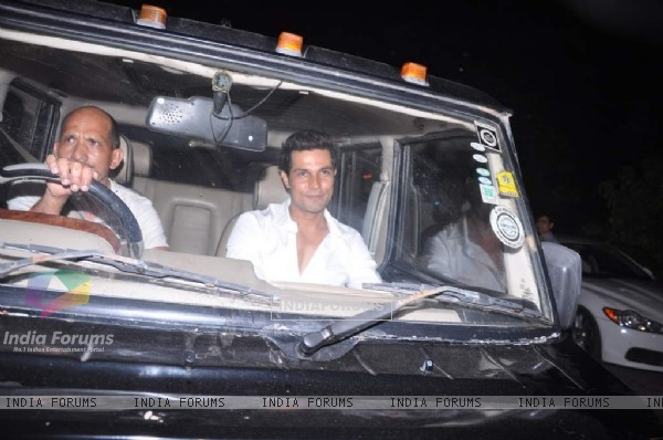 Randeep Hooda arrives at Shahrukh Khan's Grand Eid Party at actors residence Mannat