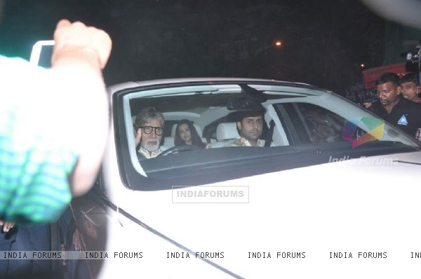 Amitabh Bachchan, Abhishek Bachchan, Aishwariya Rai at Shahrukh Khan's Grand Eid Party at Mannat