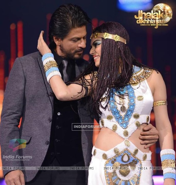 Drashti Dhami and Shah Rukh Khan