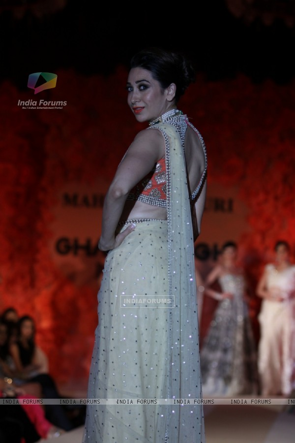 Karisma Kapoor walks The Ramp For Maheka Mirpuri's Jewellery Show